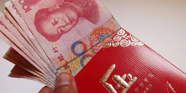 במעטפות אדומות: המתנות המטורפות שנותנים הצעירים הסינים להוריהם בראש השנה
