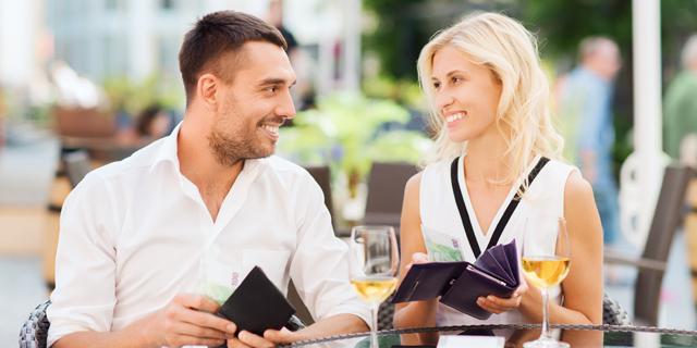 בשלב הדייטים, השכר של בני הזוג לא מאוד חשוב, צילום: שאטרסטוק