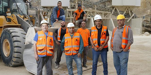 כמו בפייסבוק: חברת הבנייה הישראלית שפינקה את העובדים ב-70 מיליון שקל