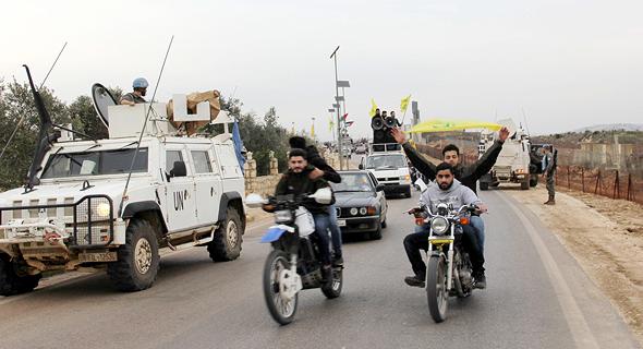 לוחמי חיזבאללה חוגגים את הפלת המטוס הישראלי, צילום: איי אף פי