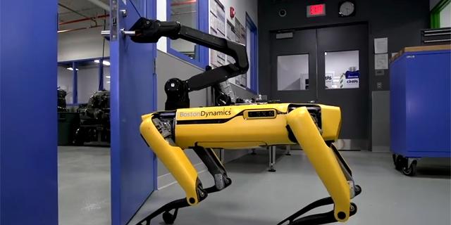 אפוקליפסה חמודה: צפו ברובוט הכלבלבי שפותח דלתות
