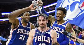 פילדלפיה 76 קבוצת NBA חגיגות טריפל דאבל סי.ג'יי מקונל ג'ואל אמביד רוברט קובינגטון, צילום: איי פי