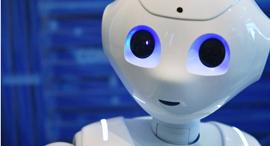 מוסף שבועי 15.2.18 אתה לא מחליט עליי פפר רובוט יפני פופולרי שמשמש עוזר בית ו מטפל, צילום: איי אף פי