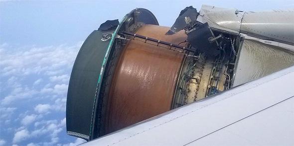 מנוע של מטוס שהתפרק באוויר
