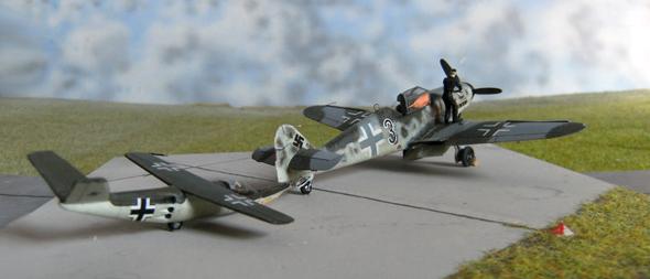 מטוס התאבדות מעיצוב של זפלין מחובר למטוס קרב (דגם)