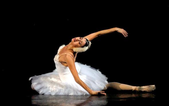 """נינה אנניאשווילי ב""""הברבור הגווע"""". """"הריקוד הזה הפך לסמל המסחרי שלי. הוא מיוחד עבורי"""""""