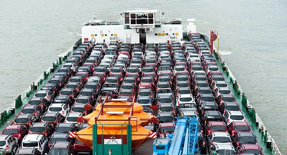 רכבים על אונייה, צילום: שאטרסטוק
