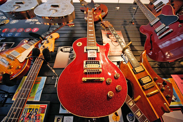 גיטרה של חברת גיבסון