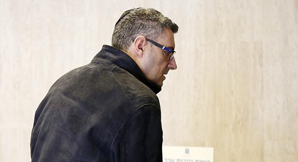 """ישראל בכר, שותפו של אלי קמיר, ישראל בכר מגיע לחקירה ברשות ני""""ע היום"""