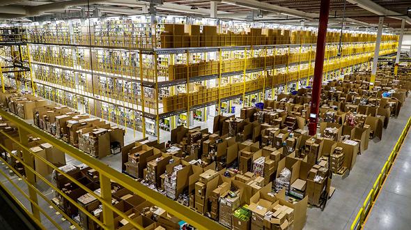"""מרכז הפצה של אמזון בספרד, ב""""בלאק פריידיי"""". עומק ההשפעה שלה על שוק ההון מראה ש""""משהו כאן מקולקל באופן עמוק"""""""
