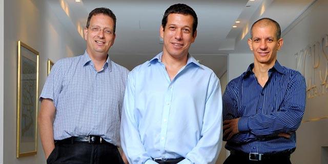 מימין: גלעד שביט, אורי עינן וגלעד הלוי מקרן קדמה, צילום: אייל יצהר