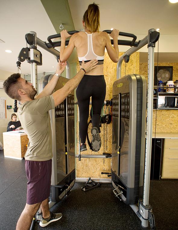 אימון בחדר המשקולות. שיטת נתי אבידן להורדת משקל, צילום: יובל חן