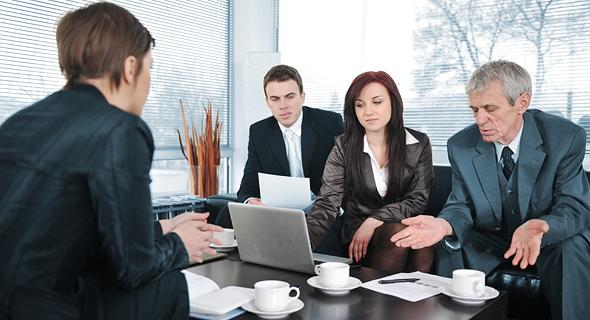 פגישה עם לקוחות (אילוסטרציה). הגיעו תמיד מוכנים ובזמן