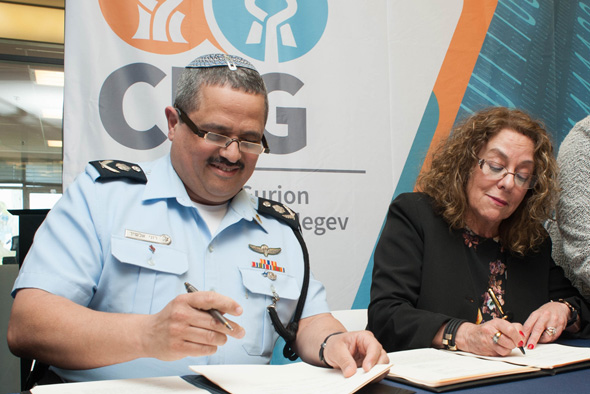 Israel Police Commissioner Roni Alsheikh, left, and BGU President Prof. Rivka. Photo: PR