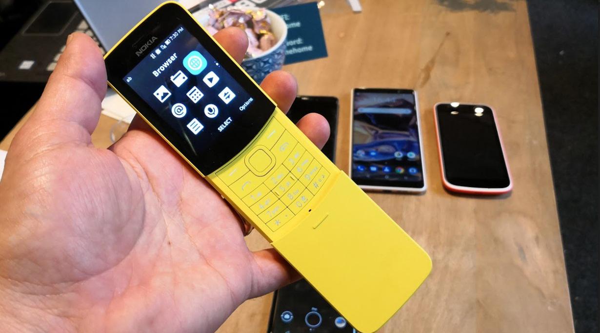 ה-8110 בולט מאוד בצורת הבננה שלו, צילום: רפאל קאהאן