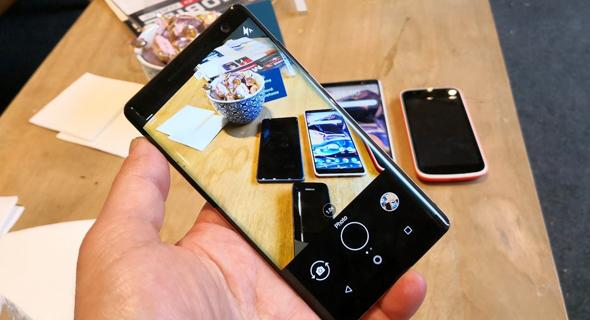 לטלפון זוג מצלמות 12 מגה-פיקסל בגבו, שמספקות תמונות באיכות מעולה, צילום: רפאל קאהאן
