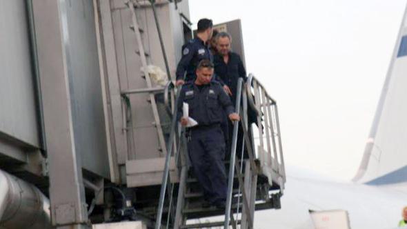 אלכסנדר יוצא מהמסוע, צילום: איתי בלומנטל