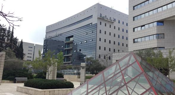 בניין המשרדים בקריית הממשלה, חיפה. העסקה כוללת רכישת ארבע קומות, בהן קומת המסחר
