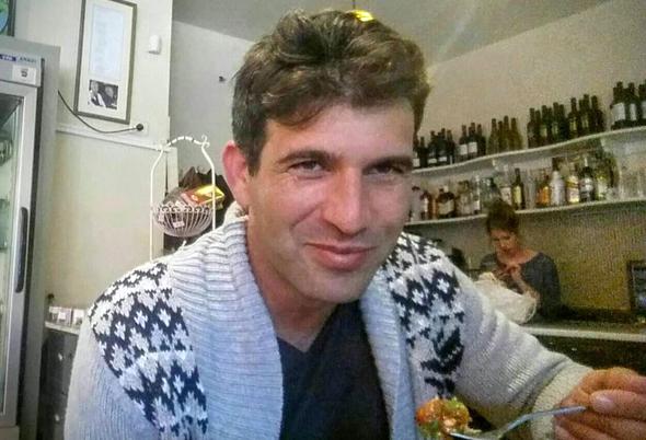 דוד אלירז, הבעלים של מסעדת בן עמי במושבה