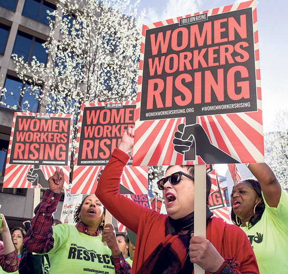 צעדת יום האשה בוושינגטון, לפני שנה, למען זכויות לנשים עובדות. האפליה פחתה, הנשים המריאו