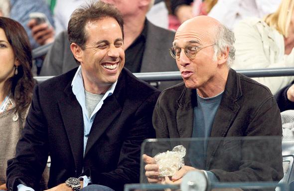 לארי דיוויד (מימין) וג'רי סיינפלד. מתיחת גבולות בין בדיחה ברוטלית לפוגענית