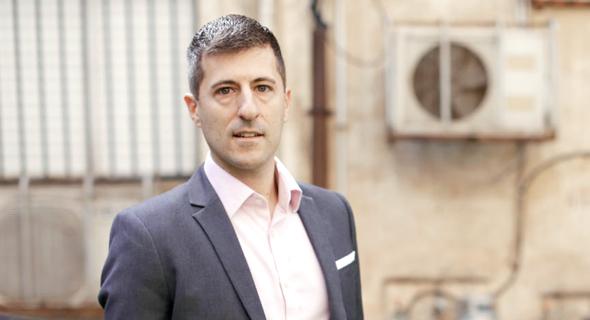 ניק קוני בישראל. פועל למען תעשיית בשר הומנית יותר ומשקיע בחברות שמייצרות בשר במעבדה