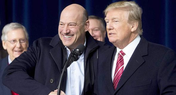 מימין דונלד טראמפ ו גארי קוהן, צילום: אי.אף.פי