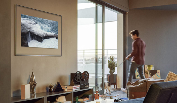 הפיתוח הקודם: הטלוויזיה הופכת לאחת התמונות על הקיר