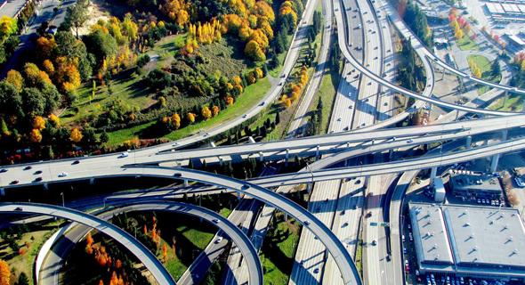 """אוטוסטרדה בסיאטל. מקום ראשון בארה""""ב בהשקעה בתחבורה"""
