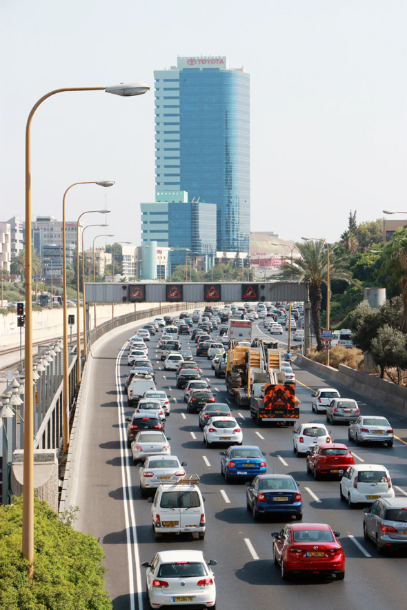 Traffic jam, Tel Aviv. Photo: Dana Kopel