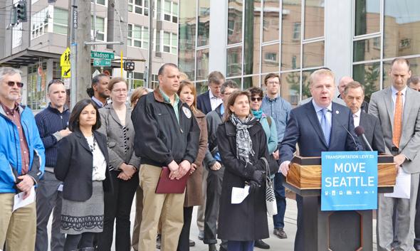 ראש עיריית סיאטל לשעבר אד מורי מכריז על יישום המיסוי למען התחבורה, 2015
