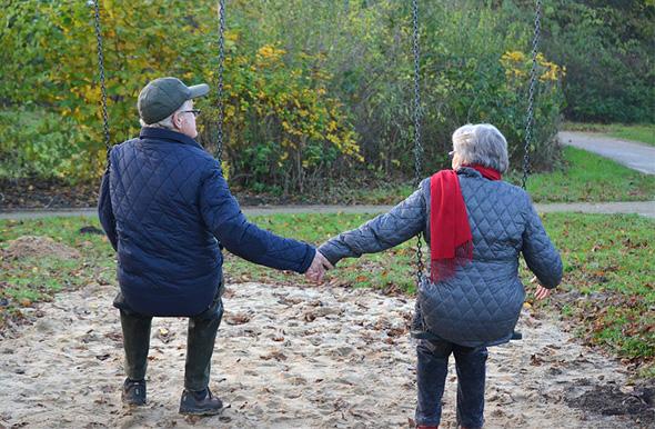 זוג קשישים (ארכיון)
