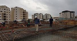 אתר בנייה רעננה זירת הנדלן, צילום: אייל וקנין