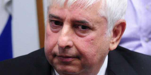 יוסי אלוביץ' רוצה 61% מתיק המניות שירש עם אחיו, המשטרה מסכימה לשחרר רק חצי
