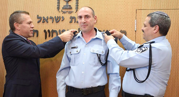 יגאל בן שלום מפקד להב 433 החדש  מימין רוני אלשיך וגלעד ארדן, צילום: דוברות המשטרה