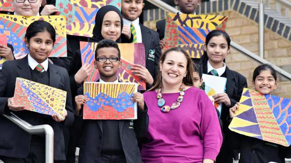 אנדריאה זאפירקו עם תלמידים, צילום: AP