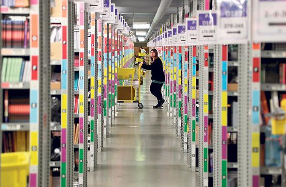 מחסן לוגיסטי של אמזון בגרמניה, צילום: אי פי איי