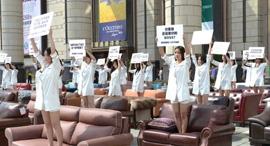 מחאת הספות בסין, צילום: sina.com