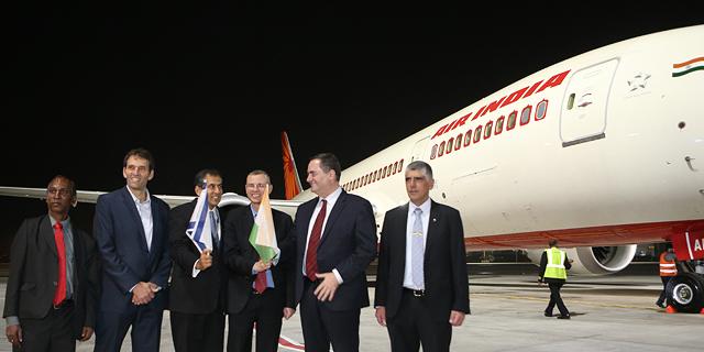 הטיסה הראשונה של אייר אינדיאה שנחתה בישראל, צילום: אבי מועלם