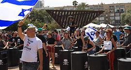 כיכר רבין. הפגנה נגד הצבת אסדת לווייתן מול חוף דור, צילום: ענר גרין