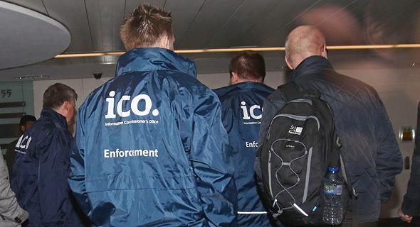 אנשי נציבות הגנת הפרטיות פושטים על משרדי קיימברידג' אנליטיקה
