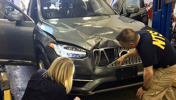 המכונית של אובר נבדקת לאחר שדרסה אישה, צילום: רויטרס