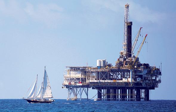 קידוח נפט מול חופי קליפורניה, צילום: רויטרס