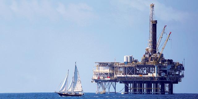 """אנליסטים: """"חידוש הסנקציות על איראן יעלה את מחיר הנפט ל-80 דולר לחבית"""""""
