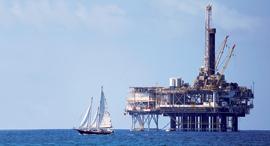 """קידוח נפט מול חופי קליפורניה ארה""""ב, צילום: רויטרס"""