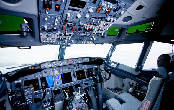 תא טייס של בואינג 737