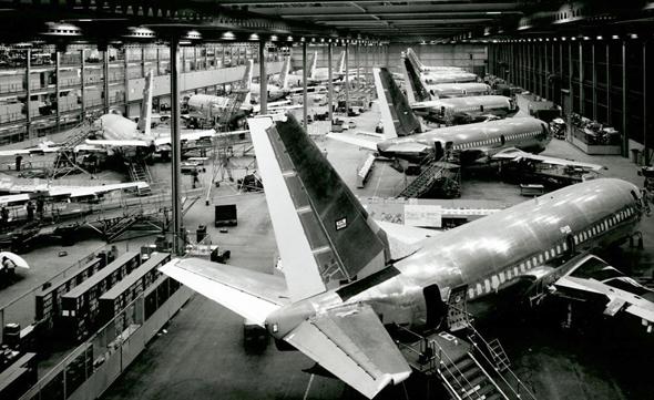 פס ייצור מטוסי בואינג 737 בשנות השבעים