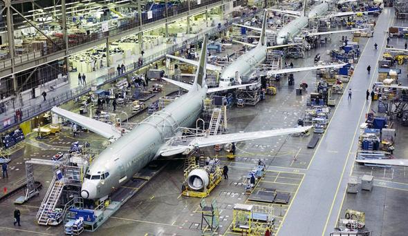 פס ייצור של מטוסי בואינג 737
