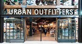 אורבן אאוטפיטרס Urban Outfitters אופנה, צילום: שאטרסטוק
