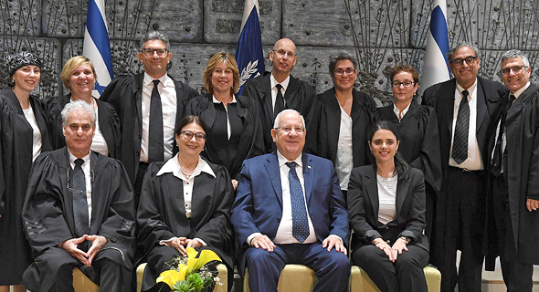הנשיא ריבלין, נשיאת העליון חיות ושרת המשפטים שקד עם המושבעים החדשים. לתור אחרי דרכים לשפר את השירות